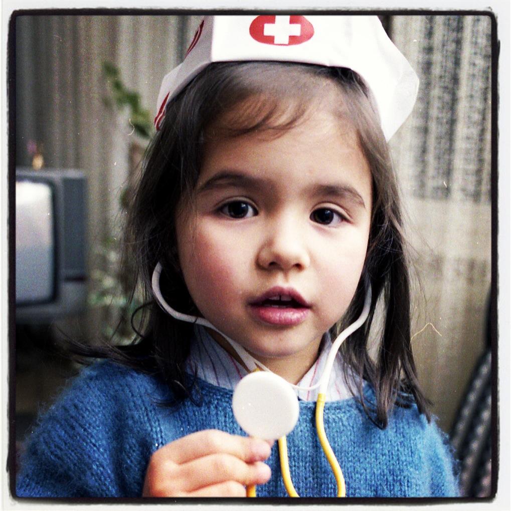 Die kleine Tisay als Krankenschwester (c) H. Till