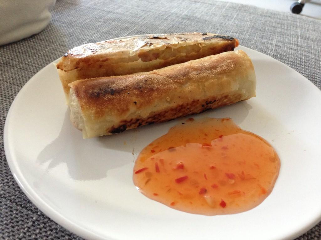 Gebratene Lumpia mit süßer Chilisauce (c) Valerie Till