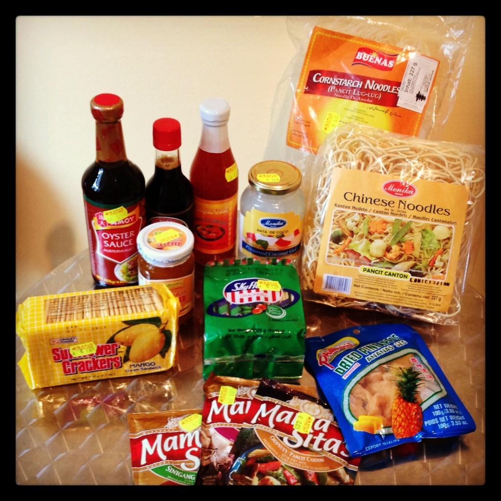 Eine Auswahl an asiatischen Lebensmitteln aus dem Asia-Shop (c) V. Till