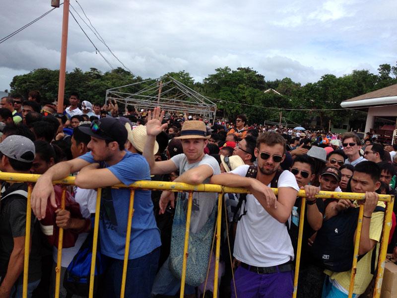 Menschenmassen am Hafen in Boracay (c) Valerie Till