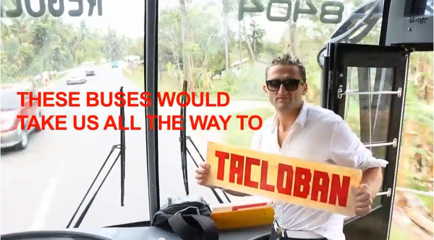 "Casey Neistat auf seiner Reise nach Tacloban (c) Screenshot ""what would you do with $25,000"""
