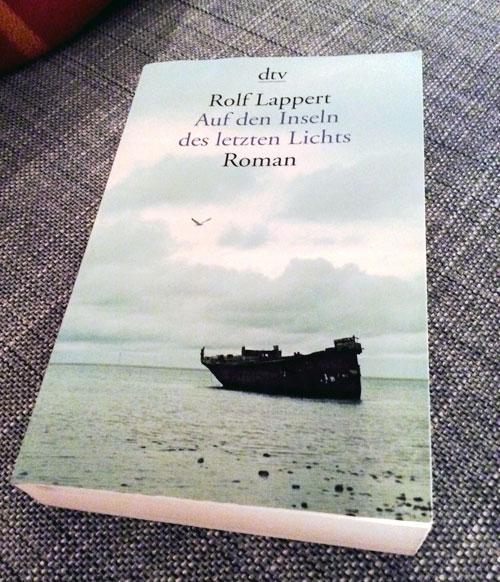 """Das Buch """"Auf den Inseln des letzten Lichts"""" von Rolf Lappert (c) Valerie Till"""