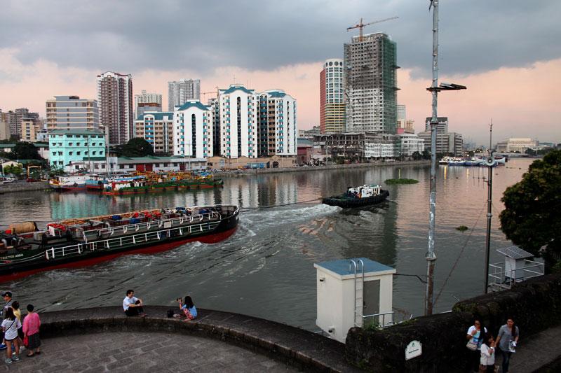 Zwei Stadtteile von Manila werden von dem Fluß Pasig getrennt: Intramuros und San Nicolas © Valerie Till