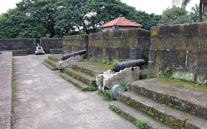 """Die alte Mauer, die Intramuros (spanisch/lateinisch, zu Deutsch """"innerhalb der Mauern"""") umgibt © Valerie Till"""