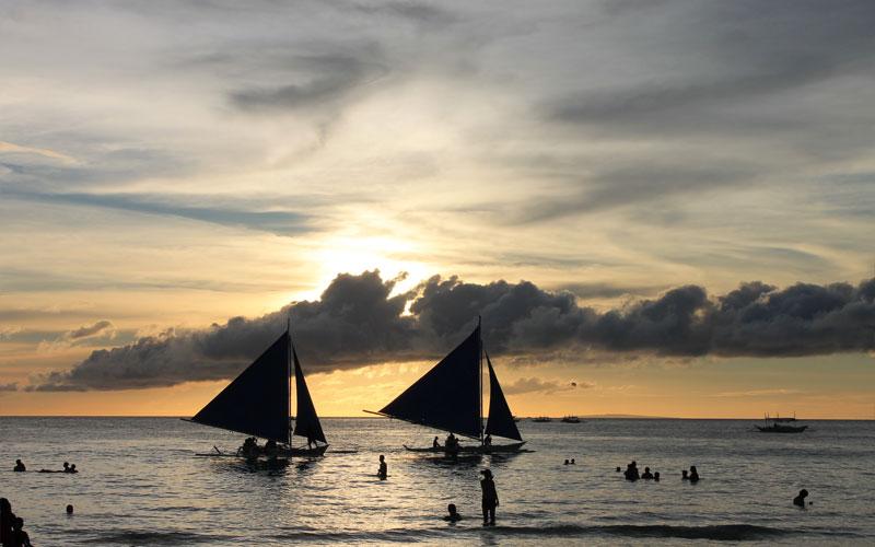 Sonnenuntergang am White Beach auf der philippinischen Insel Boracay © Valerie Till
