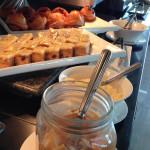 "Teil des Frühstücksbüffets im Hotel ""The Bayleaf"" © Valerie Till"