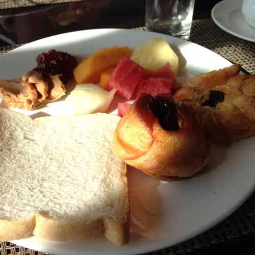 """Das Frühstücksbüffet im Hotel """"The Bayleaf"""" bietet etwas für jeden Geschmack © Valerie Till"""