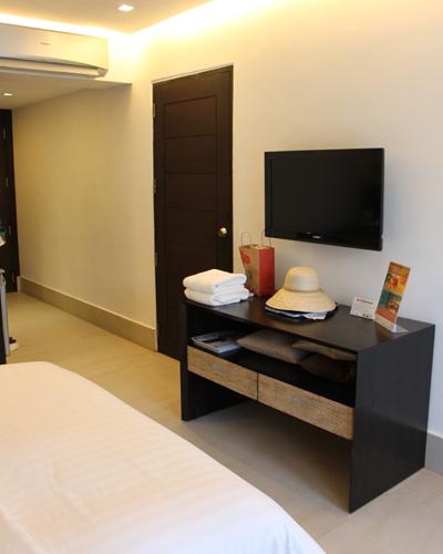 "TV-Gerät im Doppelzimmer des Hotels ""The District"""