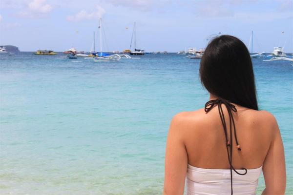 Frau am Strand.