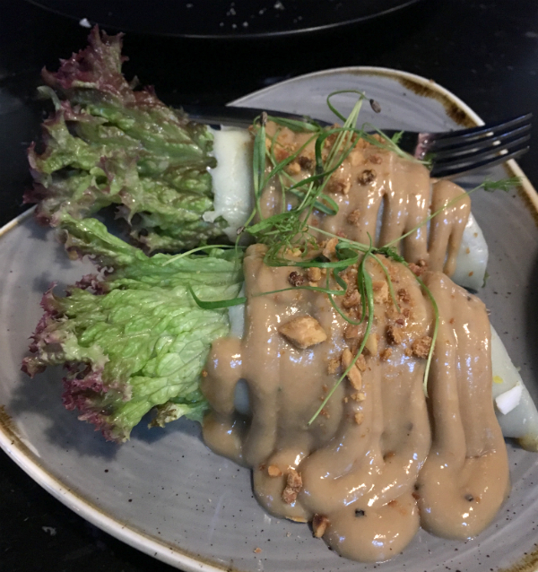 Die Vorspeise: Fresh Vegetable Lumpia.