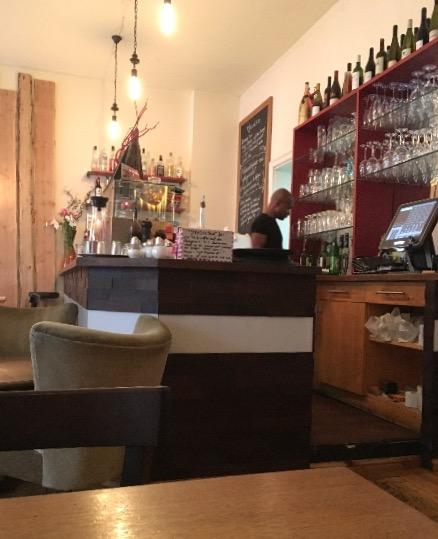 """Die Bar im Berliner Restaurant """"Pan - Filipino Grill"""""""