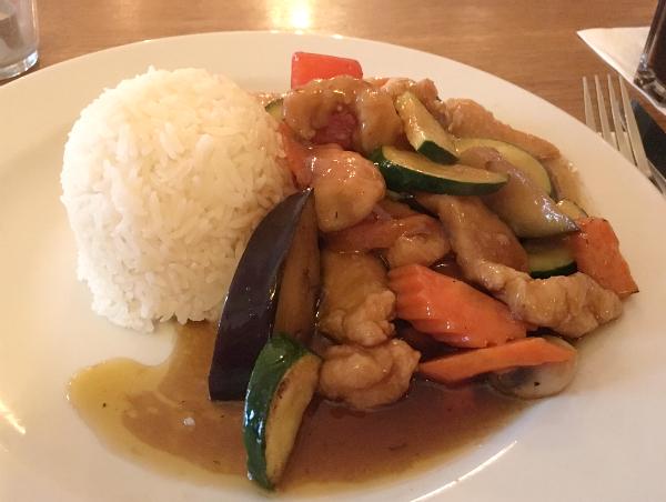 """Reis, Hühnchen und Gemüse: das Gericht """"Lost in Boracay"""""""